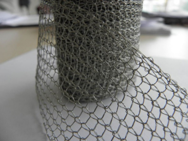 تولید انواع توری فیلتر گرد بافت از نوع استیل 304 - 316 - 310 - آلیاژی همچنین از آلومینیوم - مس - گالوانیزه - پلی پروپلین - مونل از عرض 2 سانت تا 70 سانت